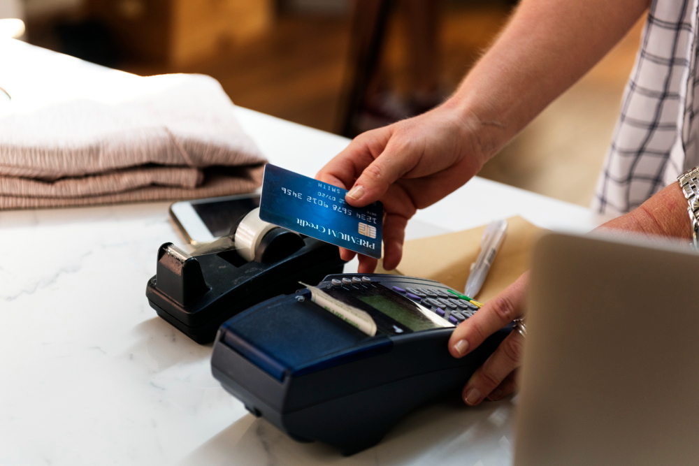 What is the Difference Between a Store Card and a Credit Card?